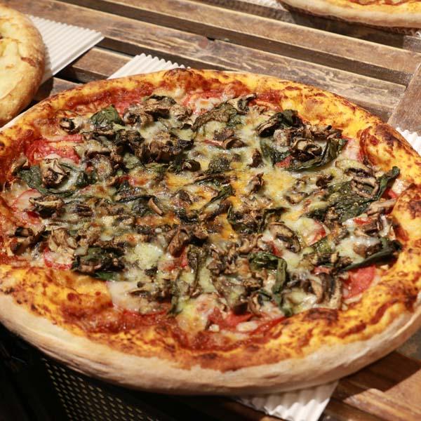 پیتزا قارچ گوجه ریحان
