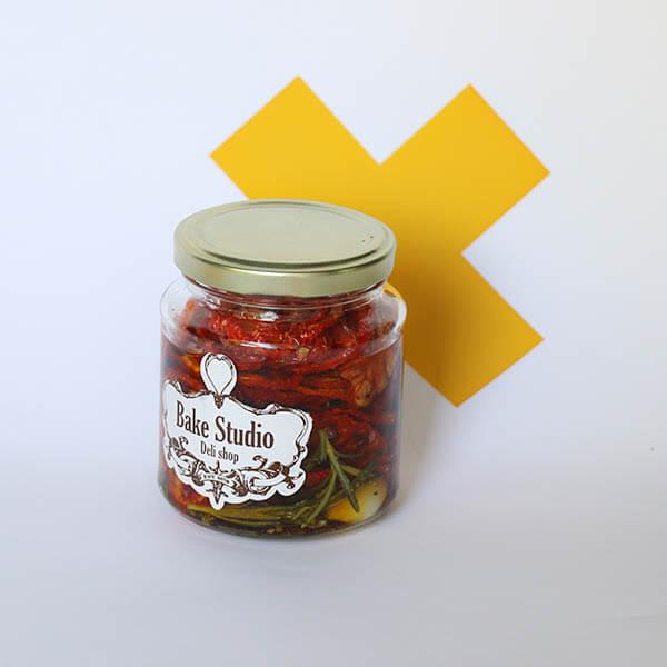 گوجه خشک و روغن زیتون
